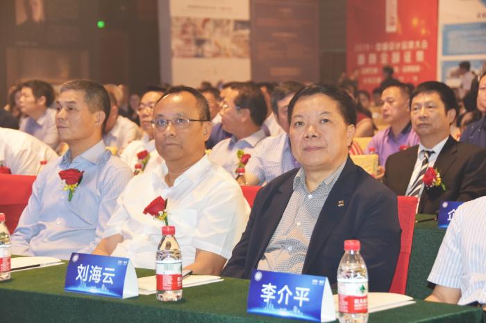 建艺集团,建艺控股董事会主席刘海云(前排右一)在嘉宾席就坐